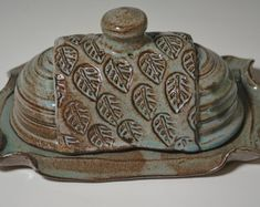 Stoneware Butter Dish butter dish ceramic by AmyMansonPottery Hand Built Pottery, Slab Pottery, Ceramic Pottery, Ceramic Art, Thrown Pottery, Ceramic Butter Dish, Pottery Designs, Pottery Ideas, Pottery Handbuilding