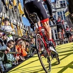 source instagram bmcproteam Fresh legs before 260km of pain and suffering at @rondevanvlaanderenofficial. #DontCrackUnderPressure #Ride_BMC 📷 @karenm.edwards bmcproteam 2017/04/03 23:59:25