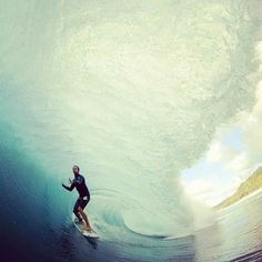 I need to surf a tube wave this big one day. MUST DO. ❤❤