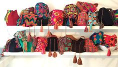 Mijn stukje over het starten met een Mochila Wayuu Tas maken wordt aardig gelezen. En daar ben ik niet zo blij mee. Huh? Niet? Nee. Want dat was mijn eerste enthousiaste poging om een tas te maken. Wist ik veel wat er allemaal bij zou komen kijken! Inmiddels zijn we een kleine 2 maanden verder...
