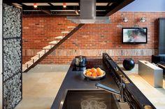 ELEGANCKIE SALONY   Industrialny loft w pomarańczowym wydaniu