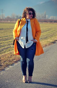 A Plus Size Girl Who Loves Life: Yellow sunshine