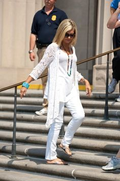 she has such a simple & classy style :) i love her. #OliviaNewtonJohn