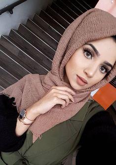 Modern Hijab Fashion, Muslim Women Fashion, Abaya Fashion, Fashion Muslimah, Hijab Style Dress, Hijab Wedding Dresses, Hijab Outfit, Stylish Hijab, Hijab Chic
