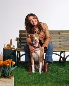 Rachael Ray donates to the ASPCA and City Harvest for families and pets affected by Hurricane Sandy