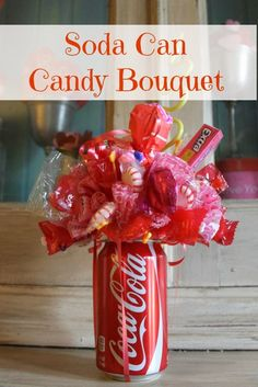 How To Make A Soda Can Candy Bouquet for a Table Centerpiece Gift (Graduation Party, Birthday Party, etc) day party centerpieces How To Make A Soda Can Candy Bouquet Valentine Day Crafts, Holiday Crafts, Valentine Ideas, Valentines Day For Coworkers, Day Before Valentines Day, Creative Gifts, Cool Gifts, Craft Gifts, Diy Gifts