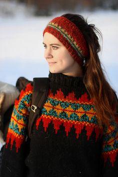 Ravelry: Norsk Skoggenser pattern by Linka Karoline Neumann Loom Knit Hat, Knitted Hats, Knit Crochet, Knitting Patterns Free, Free Knitting, Baby Knitting, Crochet Wrist Warmers, Nordic Sweater, Fingerless Mittens