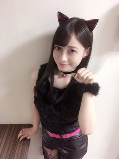 橋本環奈 @H_KANNA_0203  8月8日 ロート製薬 リップケア製品の新CMに出演させて頂いてます 今回はリップ&アイ 「黒猫カンナ飼ってくれる人ー?」にゃー 橋本環奈 #世界猫の日 #黒猫カンナ #LIPBABY_CRAYON