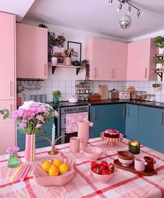 Cute Kitchen, Kitchen Dining, Kitchen Ideas, Apartment Makeover, Barbie Dream House, White Aesthetic, Kitchen Essentials, Home Organization, Table Settings