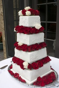 Love this cake. Maybe no Roses at the top so that we can put the cake toppers Wedding Cake Red, Wedding Sweets, Wedding Dress, Beautiful Cakes, Amazing Cakes, Huge Cake, Red And White Weddings, White Cakes, Cake Decorating Techniques