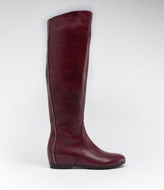 Langschaftstiefel mit internem Keil #poilei #shoes #bordeaux