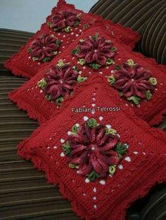 Nice for Christmas Crochet Tunic Pattern, Granny Square Crochet Pattern, Crochet Stitches Patterns, Crochet Motif, Crochet Designs, Crochet Doilies, Crochet Yarn, Crochet Cushion Cover, Crochet Cushions