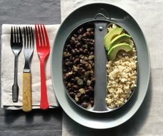 Black Beans/Brown Rice Black Beans And Brown Rice Recipe, Brown Rice Recipes, Vegetarian Main Course, Easy Vegetarian Dinner, Grits Breakfast, Cornbread With Corn, Bread Appetizers, Alton Brown