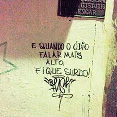 """1,830 curtidas, 4 comentários - Olhe os muros! #aruafala (@arua_fala) no Instagram: """"Deixe o amor te conduzir 