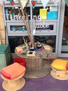 New Tinkering Table. STEM challenge area in the classroom. Reggio Classroom, Outdoor Classroom, Outdoor School, Preschool Classroom, Preschool Garden, Preschool Ideas, Kindergarten, Classroom Setting, Classroom Setup