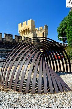 Sculpture d'acier (de Deverne) - Avignon, Vaucluse, Provence-Alpes-Côte d'Azur