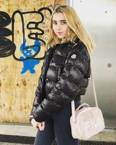 Nylons, Down Winter Coats, Winter Parka, Down Puffer Coat, Puffy Jacket, Winter Jackets Women, Rain Wear, Cool Outfits, Outdoor Jackets