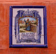 Azulejo piadoso en una fachada de la Corredera Baja de San Pablo. Madrid