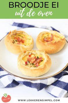 Zin in een lekkere uitgebreide lunch, of liever een simpele avondmaaltijd? Dan is dit broodje ei uit de oven iets voor jou. Een van onze favoriete ei recepten! Klik op de foto om het recept te bekijken. Breakfast And Brunch, Breakfast Recipes, Snack Recipes, Snacks, Sandwiches, Good Foods To Eat, Food To Make, Sandwich Torte, Food Porn