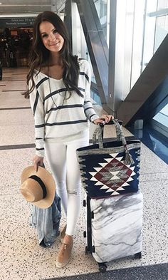 Outfit less as a traveller and even more such as a vacationer with these setup ideas. Summer Vacation Outfits, Travel Outfit Summer, Travel Outfits, Summer Travel, Airport Look, Airport Style, Look Fashion, Fashion Outfits, Fasion