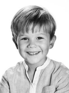 kongehuset.dk:  The Danish Royal Family released a photo of Prince Vincent to mark his sixth birthday, January 8, 2017 (b. January 8, 2011)
