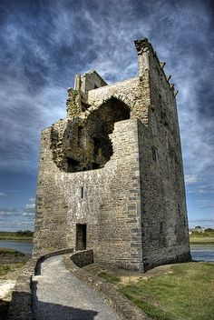My mom's family is from County Kerry. One of my destinations on my bucket list! Carrigafoyle Castle, County Kerry, Ireland - built by Conor Liath O'Connor-Kerry Beautiful Castles, Beautiful Places, Oh The Places You'll Go, Places To Visit, Castle Ruins, Ireland Travel, 16th Century, Scenery, Around The Worlds