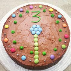 Madame Laurien: Saftig sjokoladekake fra Toten Pudding, Desserts, Food, Cakes, Deserts, Custard Pudding, Kuchen, Puddings, Dessert
