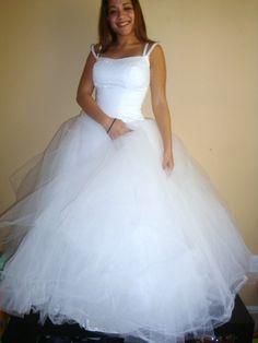 Robe de mariage princesse en satin et tulle robe mi longue for Robes de mariage de betsey johnson