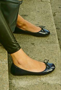 Ballerina Flats, Chanel Ballet Flats, Ballerinas, Men Dress Up, Cute Bows, Preppy Style, Black Flats, Ted, Stockings