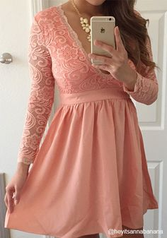 For days that call for fancy clothes, this lace mini dress can always be your reliable choice.