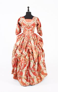 fripperiesandfobs:  Robe a l'anglaise and quilted petticoat, 1770-80 From Bonham's