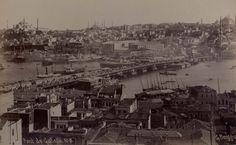 Galata Köprüsü ahşapken. (1875)