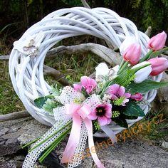 Novinky | Jarní věnec - Růžové tulipány a ptáčci | Grapevine Wreath, Grape Vines, Flower Arrangements, Easter, Wreaths, Spring, Creative, Flowers, Wedding
