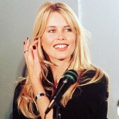 Claudia Schiffer, 90s Models, Fashion Models, New York Life, German Women, Long Hair With Bangs, Hairstyles With Bangs, Hair Inspo, Supermodels