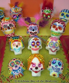 DIY Tutorial - How to Decorate Sugar Skulls: Techniques, Ideas & Tips with Lots of Photos