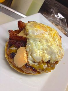 chorizo sausage patty, melting cheddar-jack cheese, chipotle-cilantro aioli, crispy smoked bacon, and a perfectly fried over easy egg. oh yummy looks delicious and fattening Eat Breakfast, Breakfast Recipes, Over Easy Eggs, Patty Melts, Chorizo Sausage, Smoked Bacon, Aioli, Learn To Cook, Chipotle