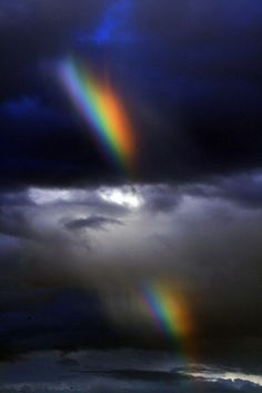 Amazing Split Rainbow through the clouds Rainbow Magic, Fire Rainbow, Over The Rainbow, Nature Pictures, Cool Pictures, Cool Photos, Beautiful Sky, Beautiful World, Rainbow Promise