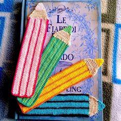 Tutorial gratuito per realizzare un segnalibro matita all'uncinetto, perfetto per la scuola