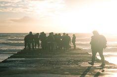 Pionieren als nieuwe leiderschapsstijl In Soulstory Podcast specials gaat Linde ten Broek van Soulstories, www.lindetenbroek.nl, in gesprek met mensen met een bijzonder verhaal. Carla de Ruiter is hoofdredacteur van www.pioniersmagazine.nl. Een digitaal magazine dat hoogopgeleide pioniers met elkaar verbindt. We praten over leiderschap, 'coconisme', en hoe belangrijk het is dat nieuwsgierigheid groter is dan angst…