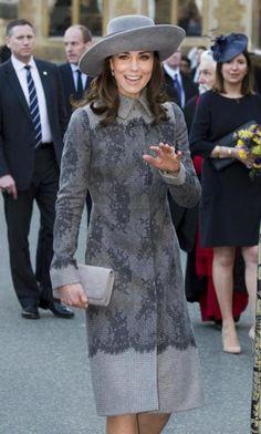 La duquesa estrenó un precioso abrigo gris con encaje de Erdem