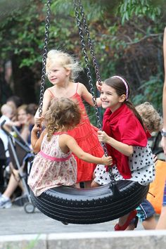 #TeaCollection Katie Holmes Takes Suri Cruise To A Brooklyn Park