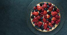 Recette de Tarte légère aux fruits rouges sans cuisson. Facile et rapide à réaliser, goûteuse et diététique. Ingrédients, préparation et recettes associées.