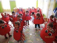 Kids costumes for ocean unit Diy For Kids, Crafts For Kids, Arts And Crafts, Little Pony, The Little Mermaid, Crab Costume, Under The Sea Costumes, Costume Carnaval, Under The Sea Theme