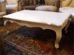 Mesa ratona laqueada en blanco.