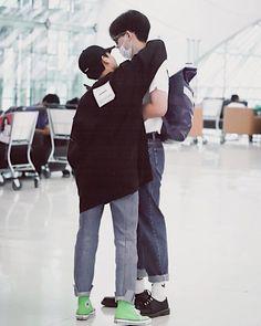 Gun Atthaphan ( & Off Jumpol ( × cr. to the owner Boys Like, Cute Boys, Parejas Goals Tumblr, Gay Aesthetic, Theory Of Love, Cute Gay Couples, Korean Couple, Ulzzang Couple, Thai Drama