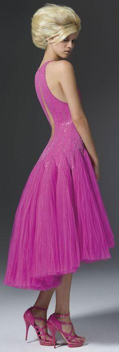 Atelier Versace F/W 2011 collection ~ Fuschia Pink Dress http://www.dgfever.com/2011/09/atelier-versace-fw-2011-collection.html