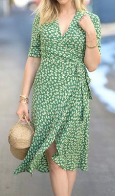 I love the shape and flowy-casual style of this dress.