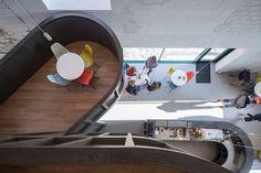 Für den Umgang mit Bestandsbauten gibt es verschiedene Konzepte, die von sensibel bis radikal alles dazwischen einschließen. CHYBIK + KRISTOF ARCHITECTS stellen für ihr House of Wine im mährischen Znojmo zwei gegensätzliche Ansätze einander gegenüber und bieten Weinliebhabern dadurch ein eindrucksvolles Raumerlebnis.  Foto: Laurian Ghinitoiu Bar Interior, Interior And Exterior, Contemporary Architecture, Interior Architecture, Architect Drawing, Keep The Lights On, Exhibition Space, Tasting Room, Wine Cellar