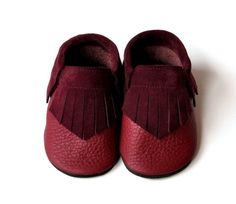 Mokassin Lederpuschen Krabbelschuhe Dunkelrot Bordeaux Pusche Lederpusche Krabbe… – Baby For look here Moccasins Mens, Leather Moccasins, Leather Slippers, Leather Sandals, Baby Moccasin Pattern, Preemie Clothes, Moccasin Boots, Fashionable Snow Boots, Baby Slippers