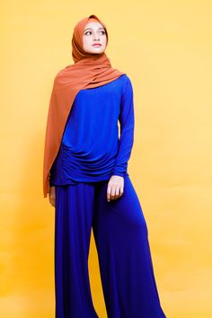 Hijab Fashion with a BOLD-tastic feel. One-suit top and bottom together with a dark orange Hijab to neutralise the colour. Modesty with Confidence with Zaryluq. Modest Fashion, Hijab Fashion, Hijab Niqab, Modest Wear, Industrial Style, Royal Blue, Confidence, Colour, Suits